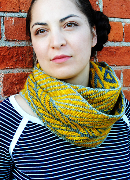 Urban tribe cowl - free knitting pattern for advanced knitters