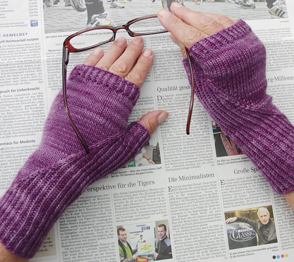 Hidden gusset mitts and gloves