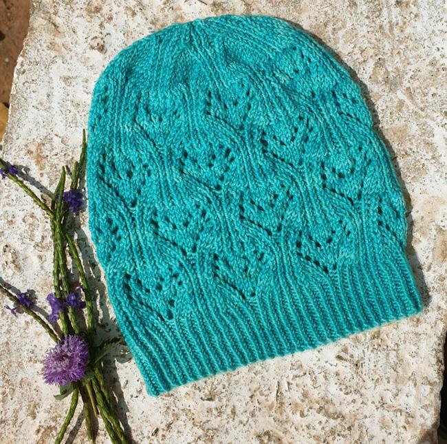 Cumulus hat knitting pattern in Manos del Uruguay Alegria fingering weight yarn