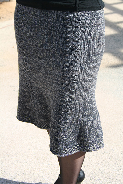 How To Knit A Skirt Pattern Free : Bell Curve skirt - Winter 2007 - Knitty