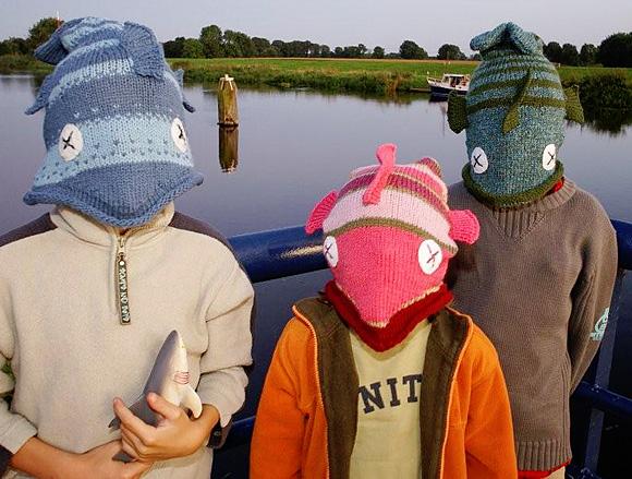 Детские вязанные шапочки - схемы вязания своими руками спицами и крючком.